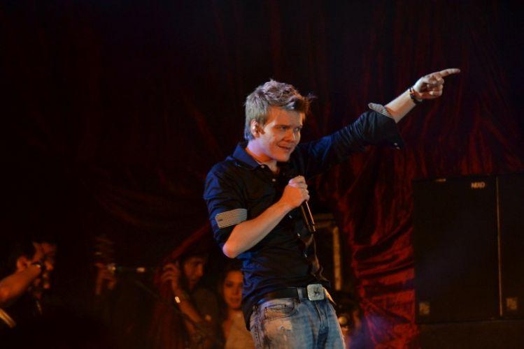 Michel Teló faz show em Recife (30/6/2012)