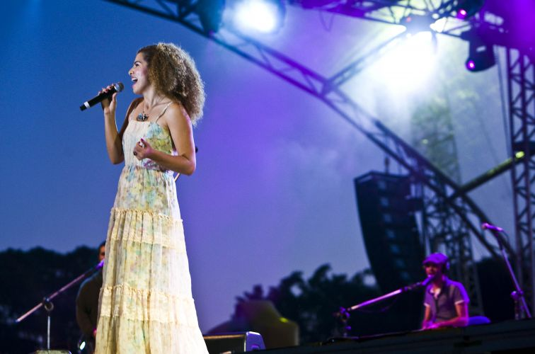 Vanessa da Mata se apresenta no palco do MPB Total, festival realizado no Anhembi, em São Paulo (22/05/2011)