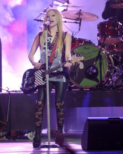 Cantora Avril Lavigne durante durante apresentação no MuchMusic Video Awards 2011, no Canadá (19/6/11)