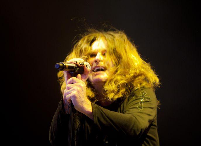 Ozzy Osbourne canta em apresentação em São Paulo; show começou com o sucesso