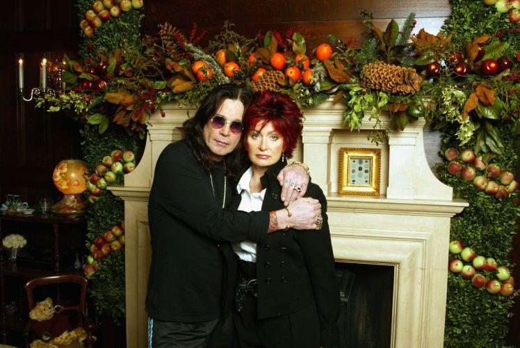 Ozzy Osbourne e sua mulher, Sharon, durante apelo por apoio à vítimas de tsunami, em Buckinghamshire, na Inglaterra (31/12/2004)