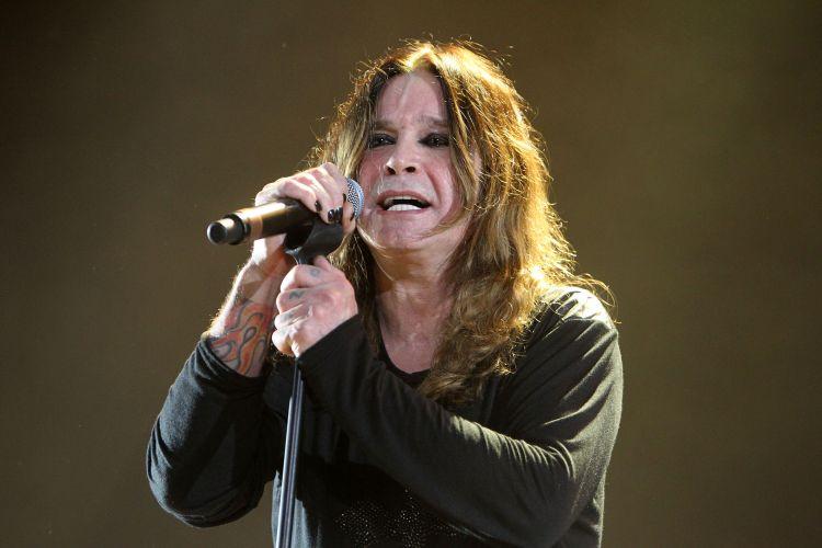 Ozzy Osbourne canta em Porto Alegre, no primeiro de cinco shows pelo Brasil. O músico vem ao país divulgar a turnê de seu último álbum,