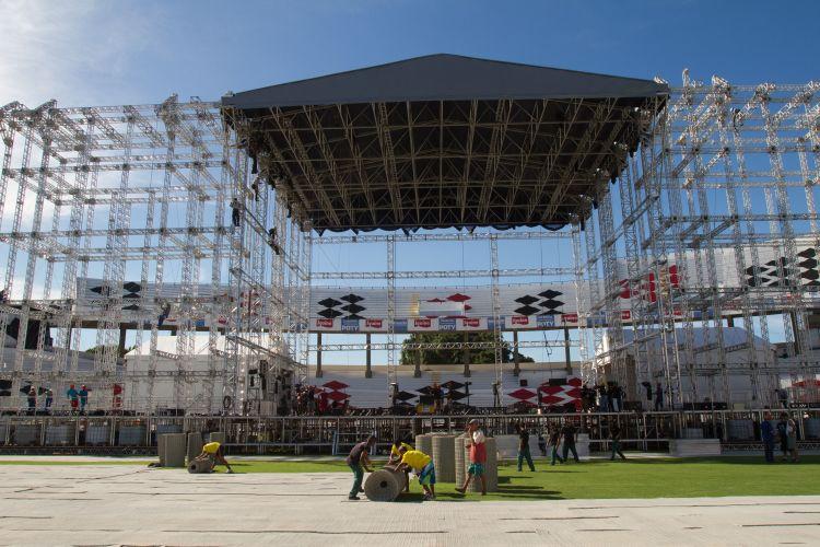 Palco onde Paul McCartney irá fazer seus dois shows em Recife. O músico se apresentará também em Florianópolis na próxima quarta-feira (25)