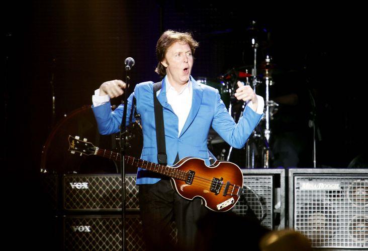 O cantor e compositor inglês Paul McCartney abriu o primeiro show da turnê