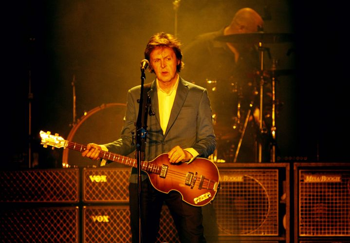 O ex-beatle Paul McCartney no palco do estádio do Morumbi para mostrar os clássicos dos Beatles e de sua carreira fora da banda
