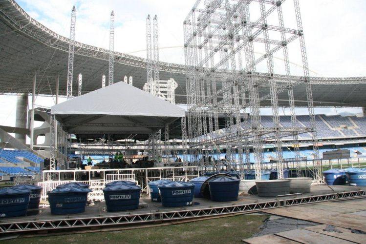 O palco do show de Paul McCartney no Rio de Janeiro já começou a ser montado no Estádio Olímpico João Havelange (Engenhão). As caixas d'agua foram dispostas para equilibrar a estrutura do palco