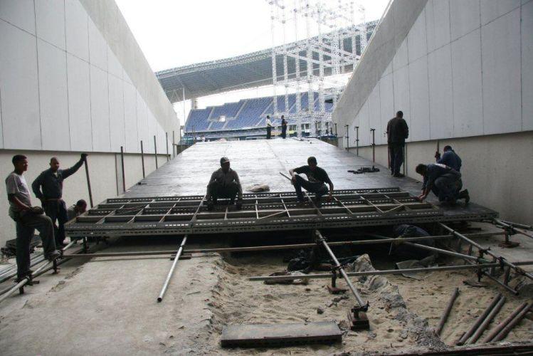 O palco do show de Paul McCartney no Rio de Janeiro já começou a ser montado no Estádio Olímpico João Havelange (Engenhão). Equipe de montagem trabalha na rampa do palco