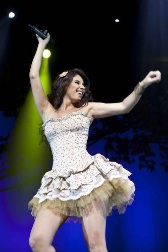 A cantora mineira Paula Fernandes no show de estreia da turnê do DVD