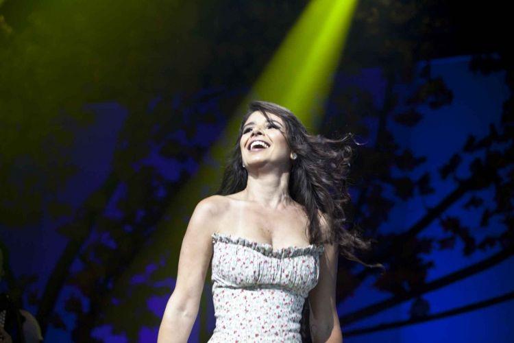 Paula Fernandes faz em São Paulo show de lançamento da turnê que promove o DVD