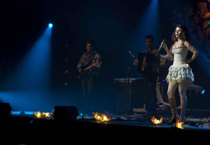 Paula Fernandes e integrantes de sua banda na estreia da turnê que promove o DVD