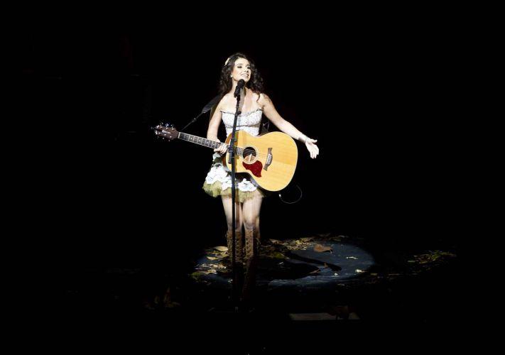 Paula Fernandes canta na estreia da turnê que promove seu primeiro DVD ao vivo, em São Paulo (26/03/2011)