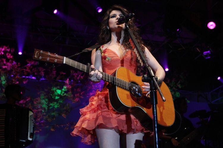 Paula Fernandes faz show em São Paulo e canta seus maiores sucessos (16/9/11)