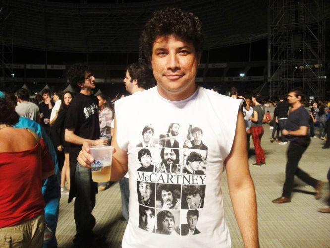 A camiseta do professor João Francisco Cornelio, 40, estampa caras e bocas de Paul McCartney.