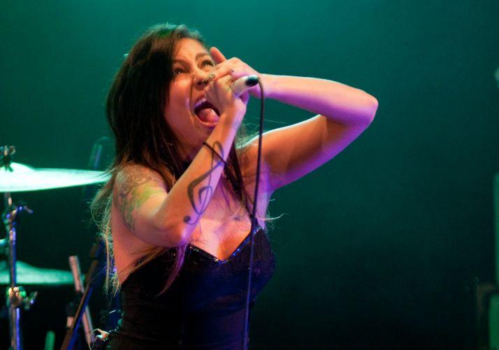 Pitty canta durante show no Rio de Janeiro para gravação de DVD