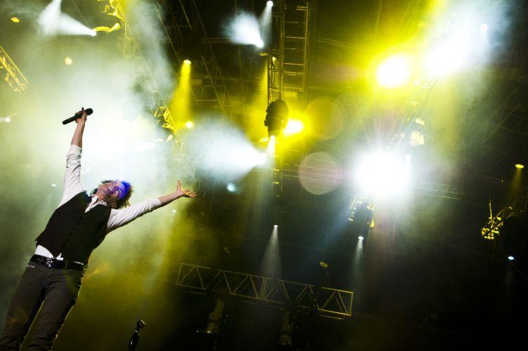 O grupo norte-americano Train durante show na edição gaúcha do Pop Music Festival. A banda promove o disco