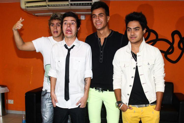 Thomas, Pe Lanza, Pe Lu e Koba do Restart posam para os fotógrafos (15/4/12)