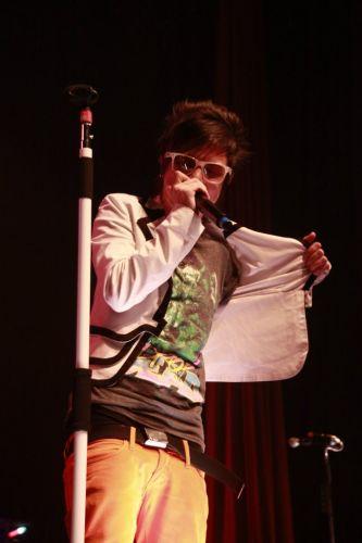 O vocalista Pe Lanza durante show da turnê