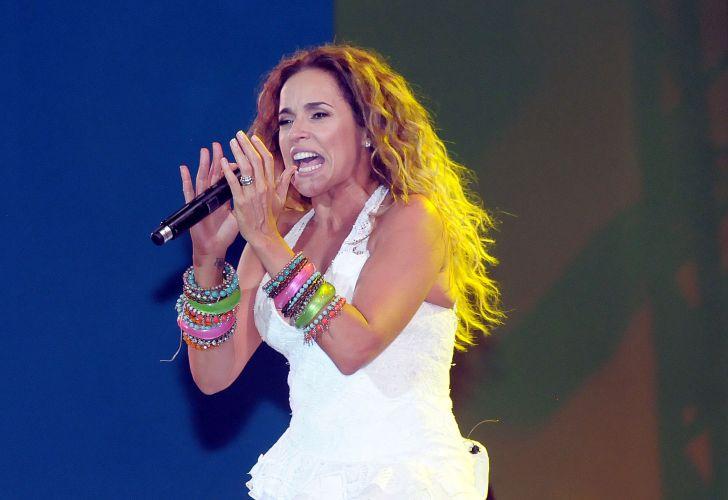 Daniela Mercury se apresenta na festa de Réveillon na praia de Copacabana, Rio de Janeiro