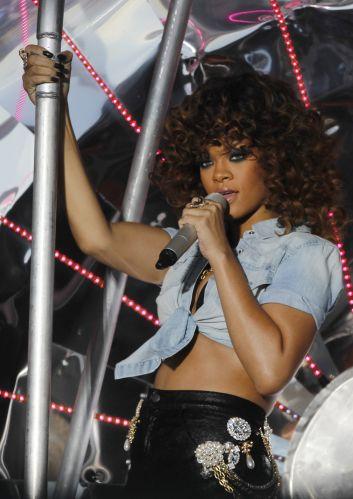 No show realizado no Hylands Park, em Londres, Rihanna cantou sucessos como
