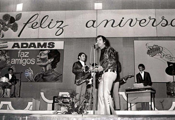 Show de Roberto Carlos em São Paulo em comemoração de seu aniversário de 26 anos (16/04/1967) A música de Roberto Carlos marcou sua vida? Clique no link ao final da legenda e conte sua história