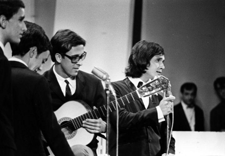 Roberto Carlos e O Grupo cantando