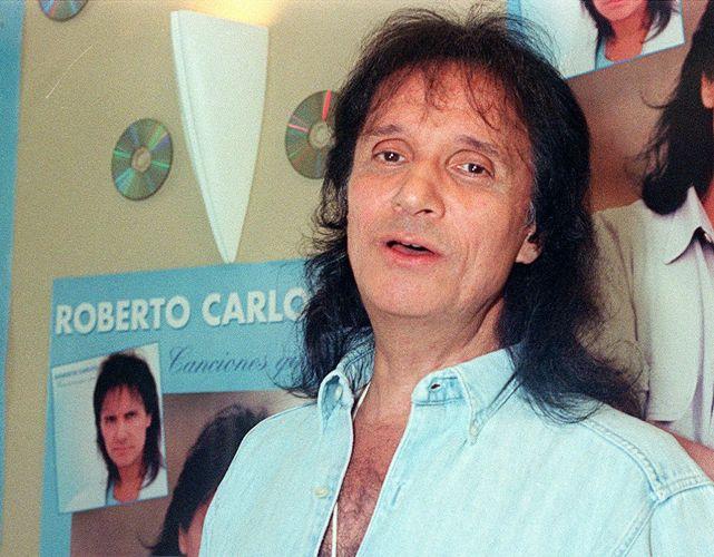 O cantor Roberto Carlos em 1998. A música de Roberto Carlos marcou sua vida? Clique no link ao final da legenda e conte sua história