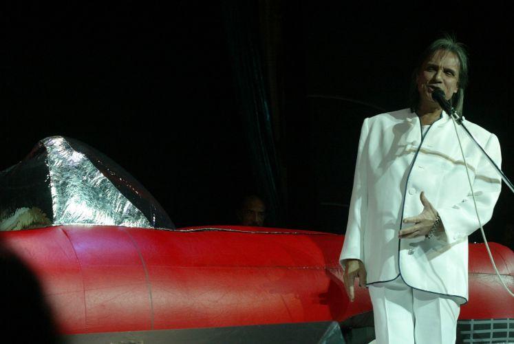 O cantor e compositor Roberto Carlos durante show realizado no navio italiano Costa Victoria (02/02/2005) A música de Roberto Carlos marcou sua vida? Clique no link ao final da legenda e conte sua história