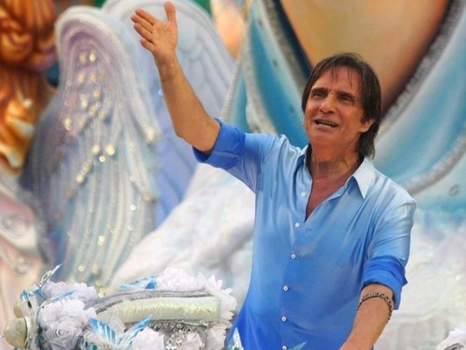 No Carnaval de 2011, Roberto Carlos foi homenageado pela escola de samba carioca Beija-Flor, com o tema