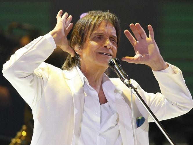 Roberto Carlos canta durante apresentação no festival de Viña del Mar, no Chile (21/02/2011) A música de Roberto Carlos marcou sua vida? Clique no link ao final da legenda e conte sua história