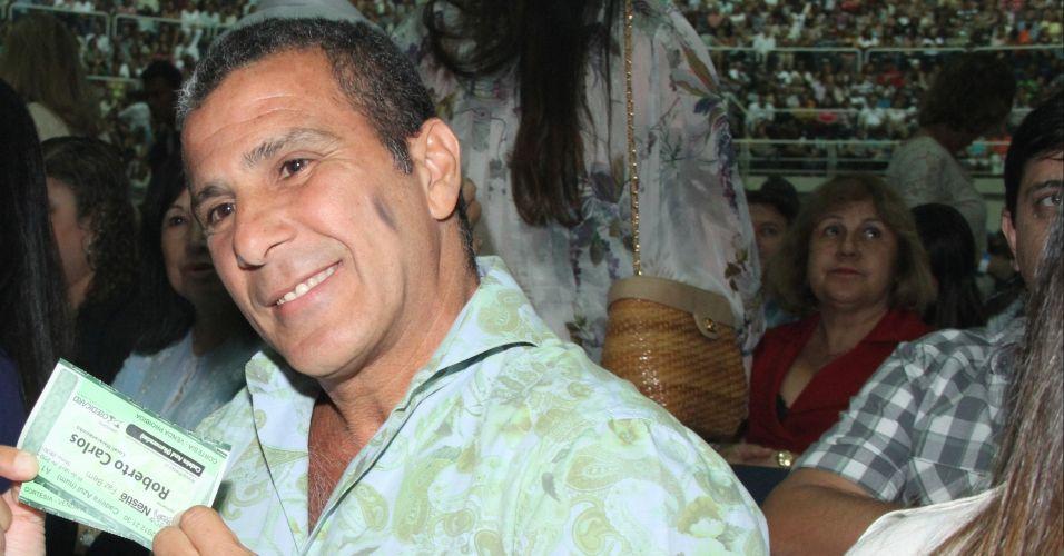 O ator Eri johnson vai ao show do cantor Roberto Carlos, no Rio de Janeiro (19/4/12)
