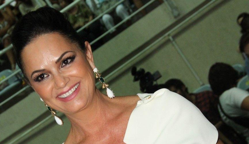 Luiza Brunet vai ao show do cantor Roberto Carlos, no Rio de Janeiro (19/4/12)