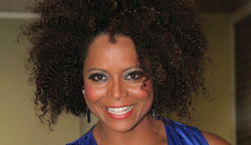 Adriana Bombom vai ao show do cantor Roberto Carlos, no Rio de Janeiro (19/4/12)