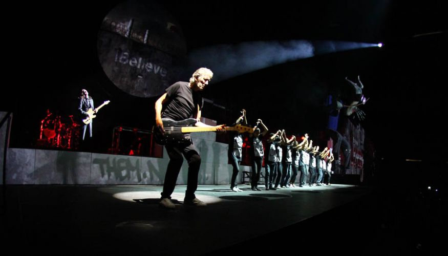 Roger Waters toca