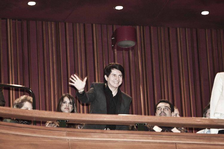 O cantor Xororó, pai de Sandy, acompanha o show da filha, no Teatro Bradesco, em São Paulo