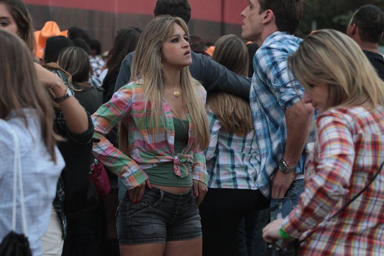 Fãs aguardam show da dupla Victor & Léo no segundo dia do Sertanejo Pop Festival, em São Paulo. Nove atrações foram divididas em dois dias de evento (14/8/11)