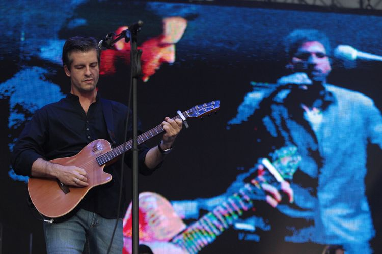 Victor, da dupla Victor & Léo, se apresenta no segundo dia do Sertanejo Pop Festival, em São Paulo. Nove atrações foram divididas em dois dias de evento (14/8/11), que retorna a São Paulo após ter uma edição em Belo Horizonte