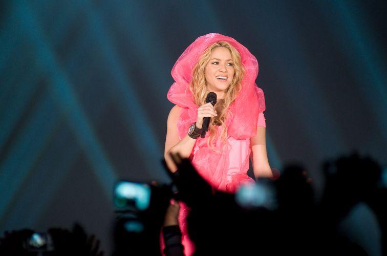 A cantora colombiana Shakira se apresenta em Barcelona para promover o disco novo