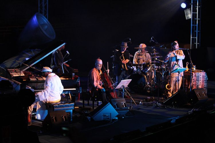 O compositor cubano Omar Sosa e o instrumentista brasileiro Jaques Morelenbaum se apresentam no festival de música latina em São Paulo (25/8/11)