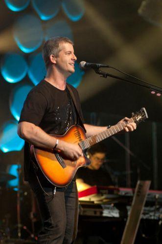 Victor, da dupla sertaneja Victor & Leo, faz show no Rio de Janeiro na noite de sábado. Os músicos divulgam o DVD