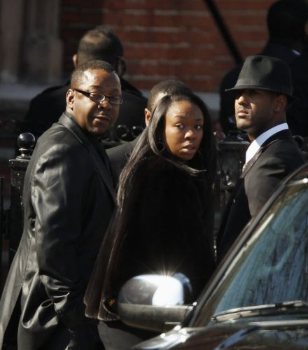 Bobby Brown, ex-marido de Whitney Houston, deixa à igreja New Hope antes do início do funeral da artista