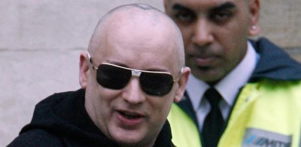 Boy George deixa corte em Londres, após responder à acusação de manter um garoto de programa em cárcere privado (28/2/08)