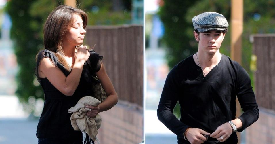 Kevin Jonas, dos Jonas Brothers, e a namorada na época, Danielle Deleasa, passeiam por Los Angeles (4/4/09)