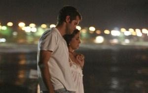 Giovanna Antonelli e Leonardo Nogueira em praia do Rio de Janeiro (28/12/2009)