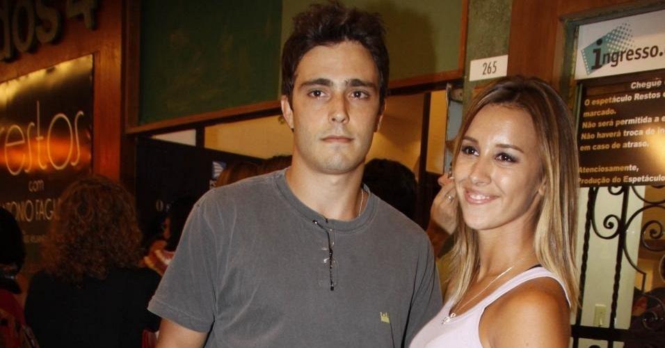 Thiago Rodrigues e Crisriane Dias na estreia da peça