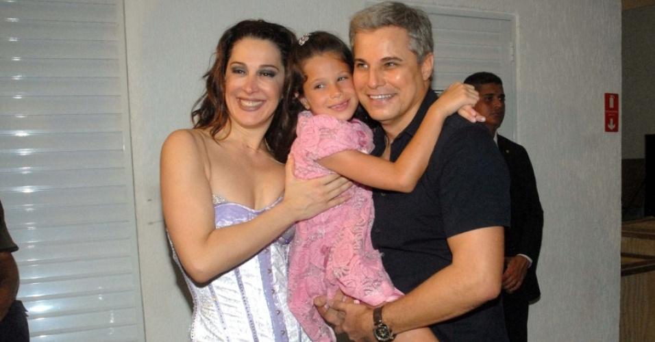 Da esquerda para a direita, Claudia Raia, Sofia e Edson Celulari