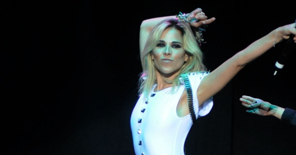 Wanessa Camargo abriu o show de Beyoncé, no Rio (7/2/10)