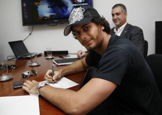 Jesus Luz assina contrato para lan�amento de CD (22/2/10)
