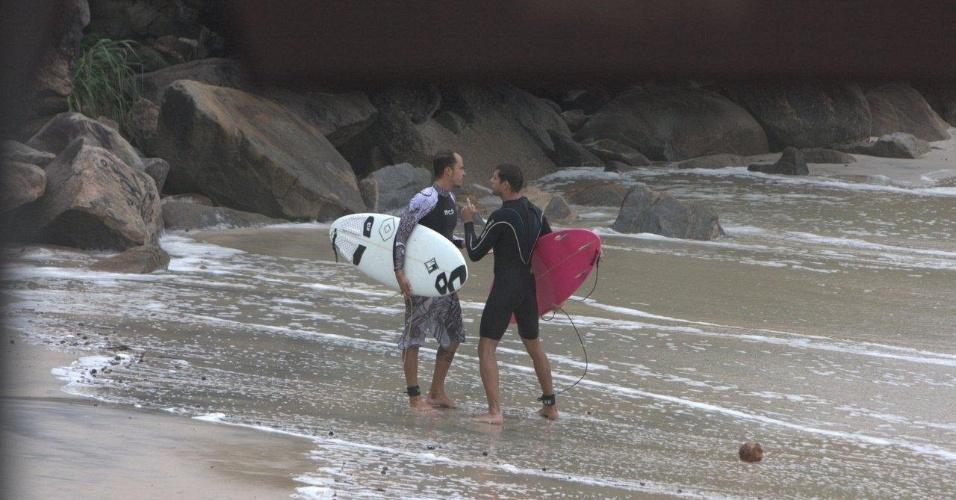 Paulinho Vilhena e Cauã Reymond se desentendem em praia do Rio (26/2/10)