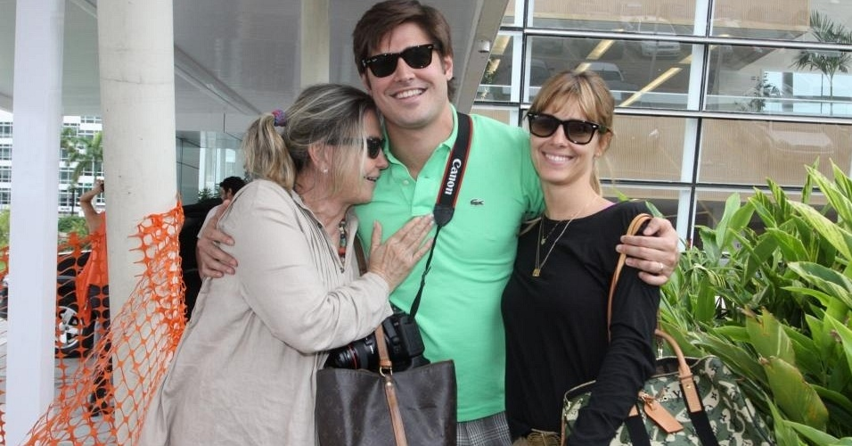 Dado Dolabella e Pepita Rodrigues na maternidade Perinatal, no Rio de Janeiro (10/12/10)