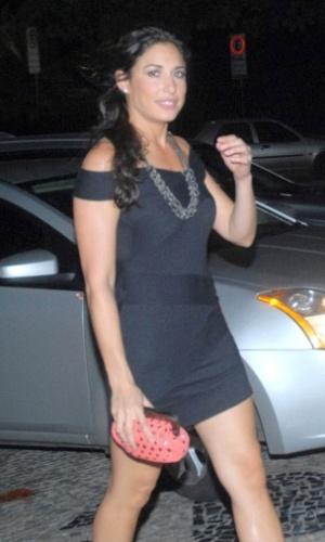A atriz Giselle Itié e o diretor Raul Guterres chegam para festa em hotel Fasano, no Rio de Janeiro (9/3/2010)